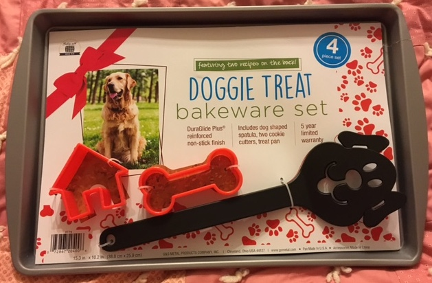 For only a few dollars, you can give your friends a bakeware set to make treats for their favorite dog.