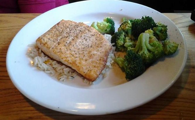 A lovely fish fillet dinner with steamed broccoli