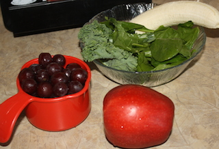 grapes, apples, spinach and kale to make a tasty smoothie
