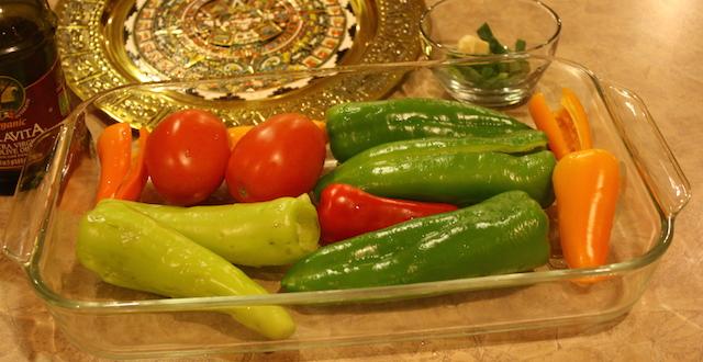 Peppers in glas pan read to roast